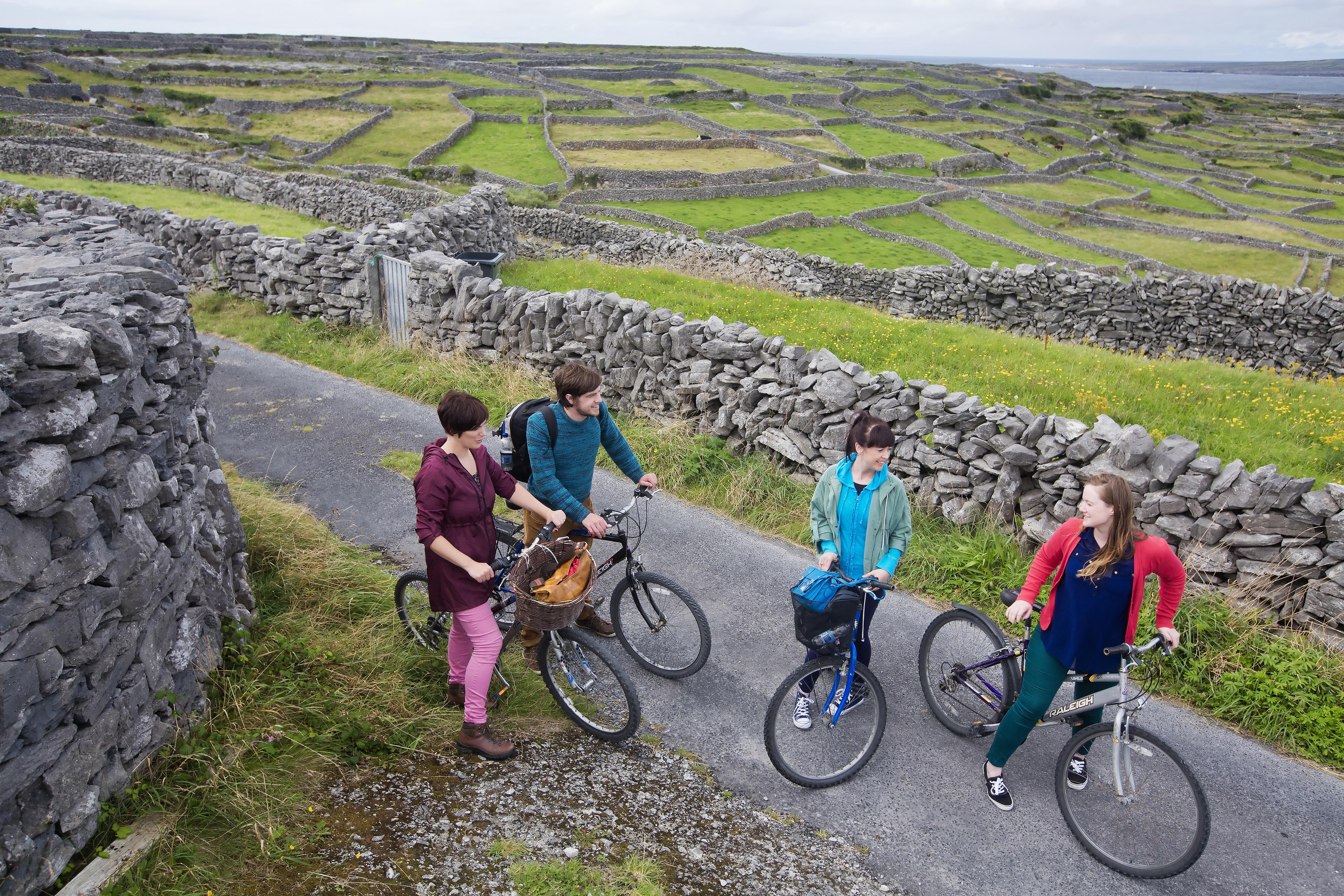 stone-walls-biking-inis-oirr